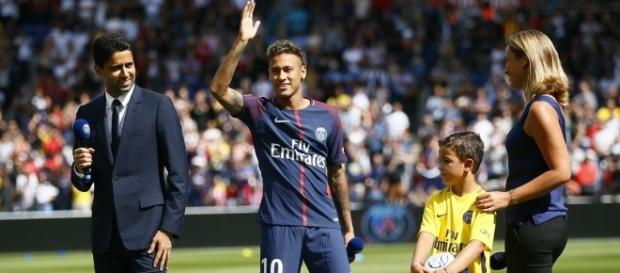 Neymar lamentou não poder estar em campo