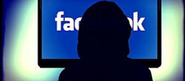People derive pleasure from using Facebook/ https://pixabay.com/en/facebook-social-networking-networks-257829/