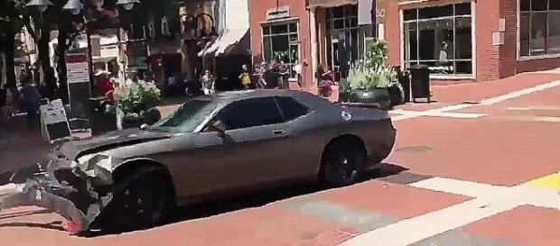 Samochód śmierci z Charlottesville - również to wydarzenie nie jest jednoznaczne (youtube screenshot)