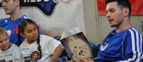 J.J. Redick from the Clippers reading Stone Soup   Salvation Army ... - flickr.com