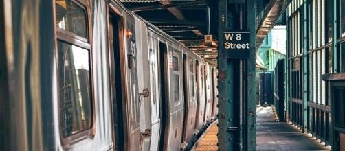 Metro (Pixabay license - author: Pexels)