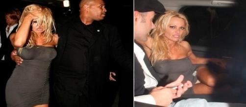Pamela Anderson acabou sendo fotografada em um momento inoportuno
