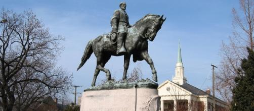 Statue of General Lee that is planned to be removed (Robert Edward Lee Sculpture via Wikimedia Commons)