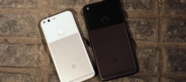 Google Pixel 2 leak shows presence of bezels and absence of headphone jack / Photo via Maurizio Pesce, Flickr