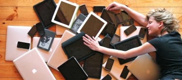 Technology addiction illustration via Flickr