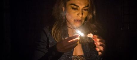 Bibi arma plano para queimar rival em ''A Força do Querer''