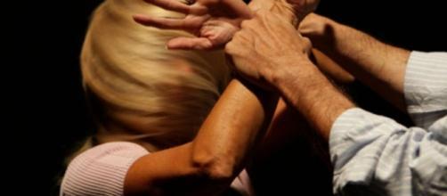 Accoltella la moglie, arrestato marito violento dopo i pestaggi - latinatoday.it