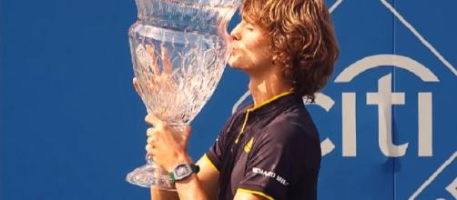 Alexander Zverev celebrating City Open title/ Photo: screenshot via ATPWorld Tour official channel on YouTube