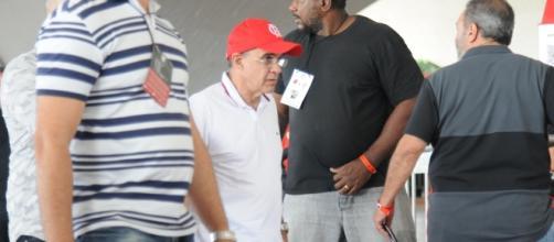 Bandeira deixou Ilha do Urubu sem falar com a imprensa