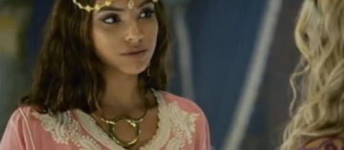 Sammu oferece chá abortivo para Shamiran (Foto: Reprodução/RecordTV)