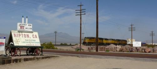 View of Nipton, California, with freight train passing through | Stan Shebs via Wikimedia Commons