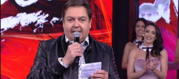 Imagem: Faustão anunciando os participantes