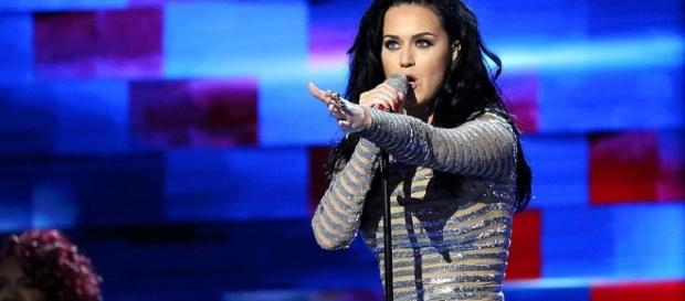 Katy Perry performance / Photo via Ali Shaker, Wikimedia Commons