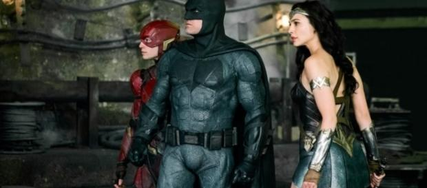 New Justice League Pic Shows a Batman, Wonder Woman and Flash Teamup!!! [Image source: Youtube Screen grab]
