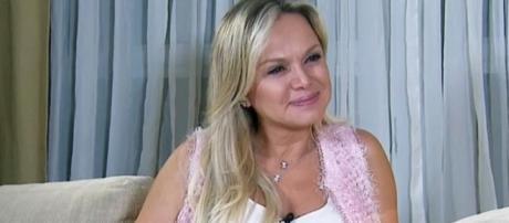 Eliana se emocionou muito na entrevista