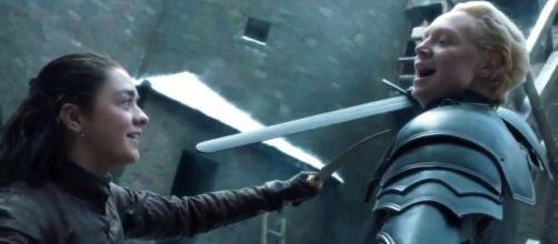 Game of Thrones: Arya e Brienne se enfrentando no episódio 7x04 (Foto: Screencap/HBO)