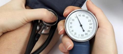 Ipertensione: stile di vita e rimedi naturali per contrastarla - accademiadelbenessere