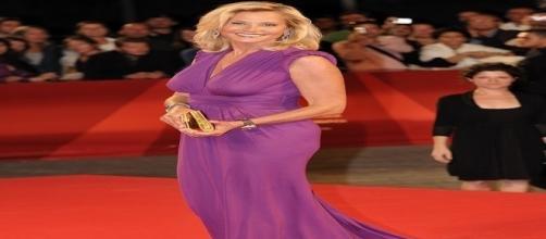 Simona Ventura: la conduttrice TV imita Madonna, il segreto della sua bellezza