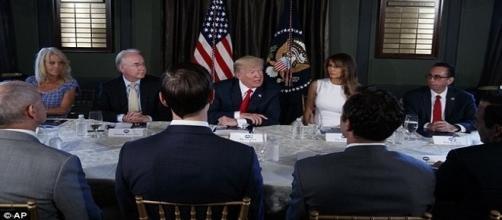 Trump ameaçou atacar a Coreia do Norte, nesta terça-feira (Daily Mail)