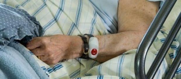 Anziana aggredita in ospedale da uno sconosciuto.