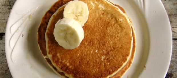 Banana pancakes by Brandon Martin-Anderson via Wikimedia Commons