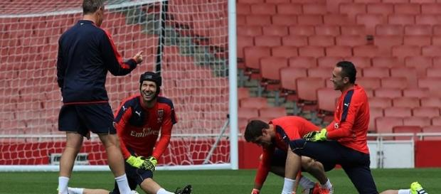 David Ospina and Petr Cech during a Arsenal training session (Image: Wikimedia Commons/joshjdss)