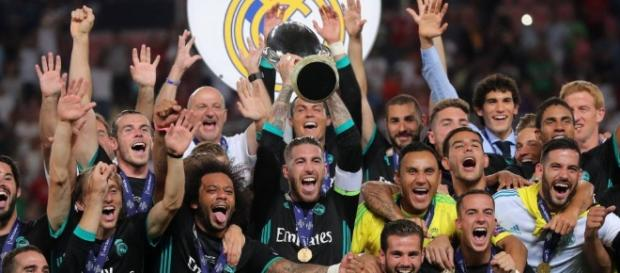 Sergio Ramos levantó otro trofeo más como capitán del Madrid. AS.com.