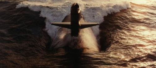 American navy submarine in action.https://pixabay.com/en/submarine-us-navy-uss-hammerhead-582364/