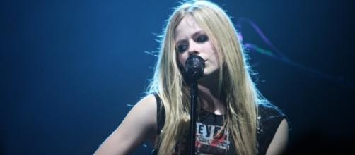 Avril Lavigne is expected to release her sixth studio album by the end of 2017. (Wikimedia/Rosa Casapullo)