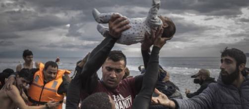 Las llegadas de refugiados a Grecia se desploman al año del pacto ... - elpais.com