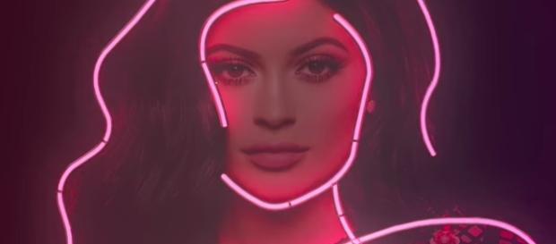 "Join the ""Life of Kylie"" Sundays on E! [Image via YouTube/E! Entertainment]"