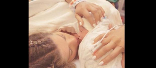 Karina Bacchi compartilha foto com filho (Foto: internet)