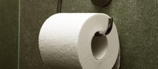 Unflushed toilet convicts California burglary suspect- https://commons.wikimedia.org/wiki/File:Toilet_paper_orientation_under.jpg