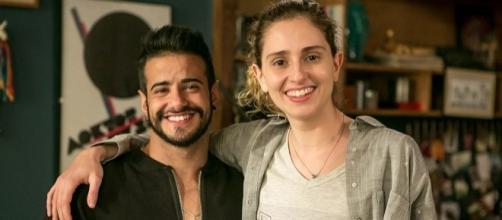 Após visual masculino, Carol Duarte ganha barba; veja as primeiras fotos