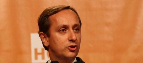 File:El periodista Carlos Cuesta tras recibir su premio.jpg ... - wikimedia.org
