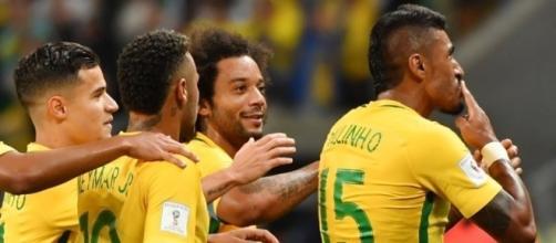 I giocatori del Brasile festeggiano l'ennesima vittoria del loro trionfale cammino verso Russia 2018