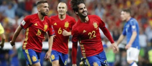 Isco fue la bujía de España con dos goles y un gran partido. MARCA.com.