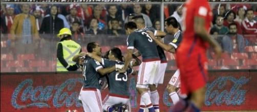 La gioia dei giocatori paraguaiani dopo la grande vittoria di Santiago sul Cile