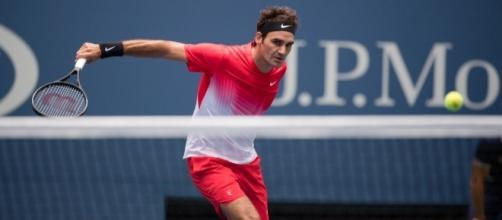 Roger Federer in azione durante il suo match di secondo turno allo US Open 2017