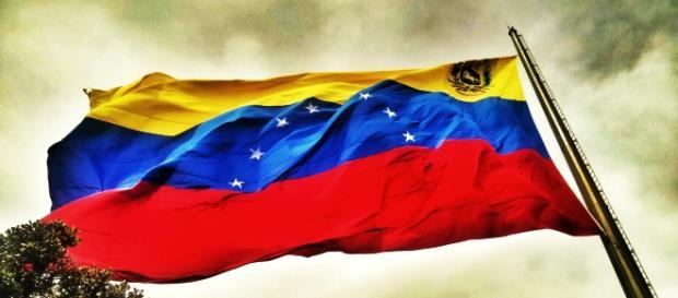 Bandera de Venezuela en la tormenta