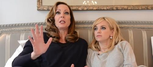 """Allison Janney and Anna Faris co-star in the CBS comedy, """"Mom,"""" which returns with season 5 this November. (YouTube/CBSWatchMag)"""