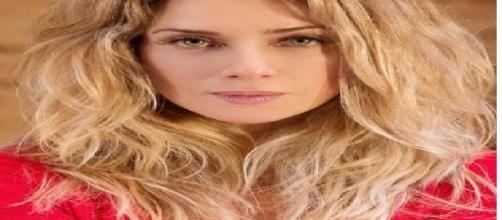 Atriz famosa fala sobre possibilidade de vivenciar sexo a três