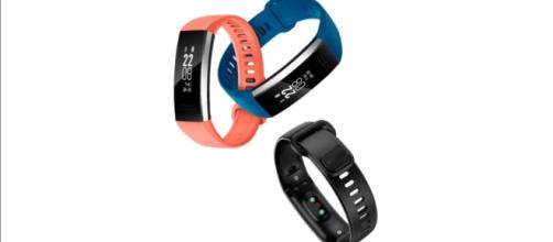Huawei's announced Band 2 and Band 2 Pro fitness trackers back in July. (via PhoneTech/Youtube)