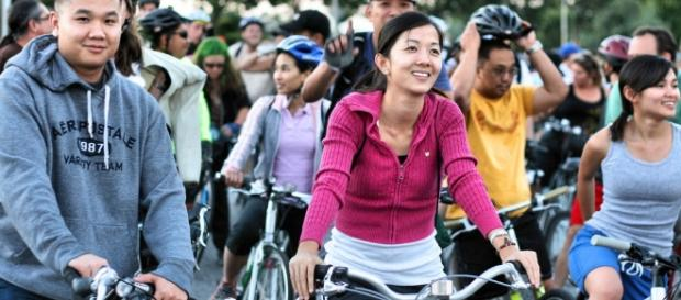 Asian American by Richard Masoner/Cyclelicious Seguir / Flickr