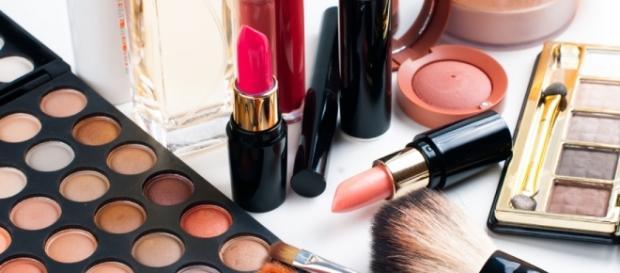 Eliminare le macchie di cosmetici - pulitiefelici.it