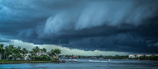 Hurricane approaches. Image courtesy of Pixabay.com