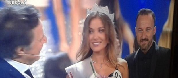 Miss Italia riceve i complimenti di Cristian De Sica e Francesco Facchinetti