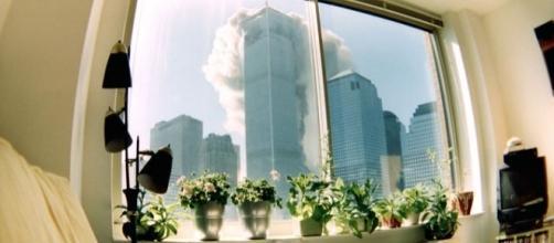 Atentados terroristas marcaram o dia 11/09/2001. Foto: Reprodução/Hypeness.