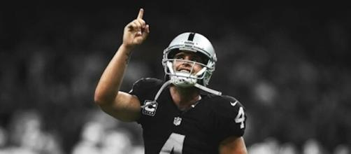 Derek Carr led the Raiders to a 10-point win over the Tennessee Titans on Sunday for Week 1. [Image via NFL/YouTube]