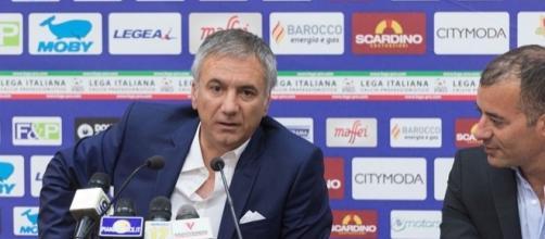 è il nuovo allenatore del Lecce chiamato per la promozione di Serie B